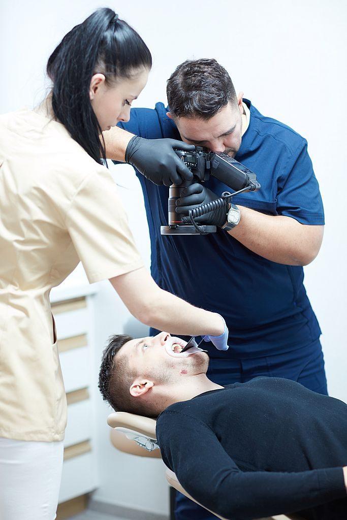 Dlaczego pacjenci z zagranicy od wielu lat decydują się na implanty u dr Zarańskiego 01